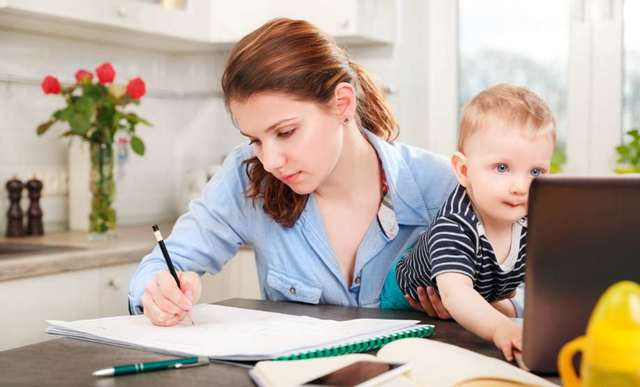 Получение мужем декретных за жену по своему месту работы в 2020 и в 2021 году: можно ли это сделать и как