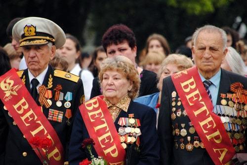 Ветераны ВОВ: приравненные к ним категории, инвалиды, удостоверение, льготы, ст. 20 и ФЗ №5, обеспечение жильем, похороны